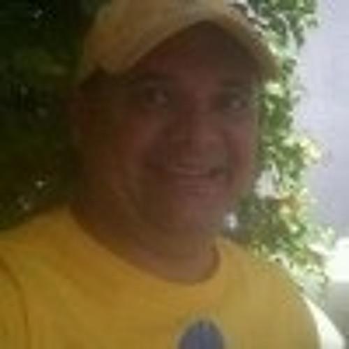 @JuancitoOch's avatar
