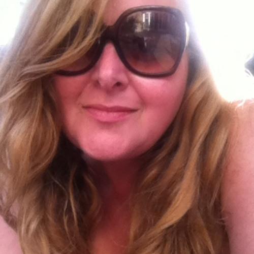 Tatiana Berganholi's avatar