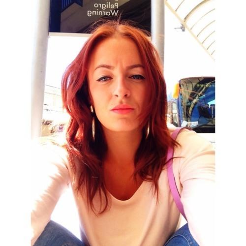Esme Bee's avatar