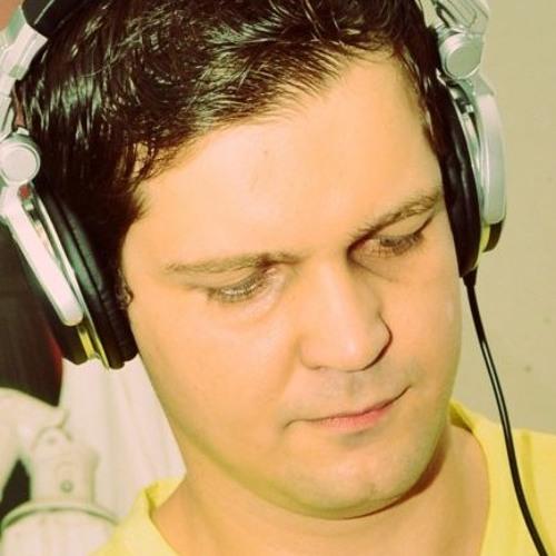 DjAleks Gomes's avatar