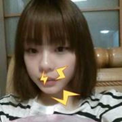 JeeNee Yoo's avatar