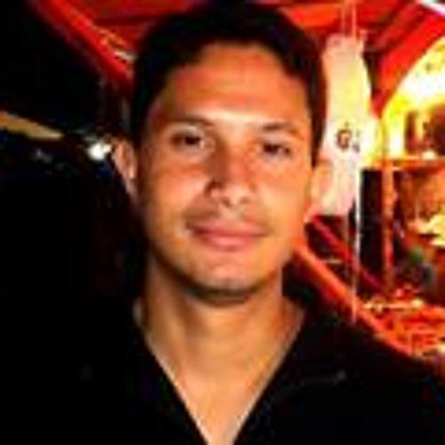 Alberto Quirino's avatar