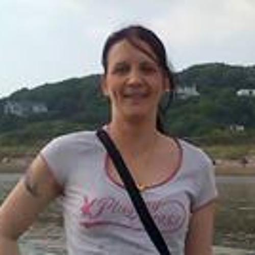 Lisa Stewart 22's avatar