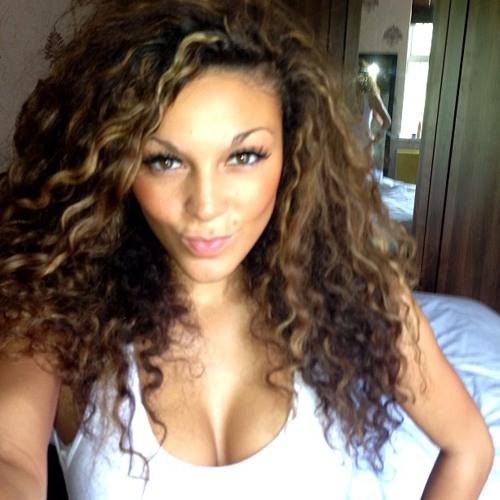 Simone Leonie's avatar