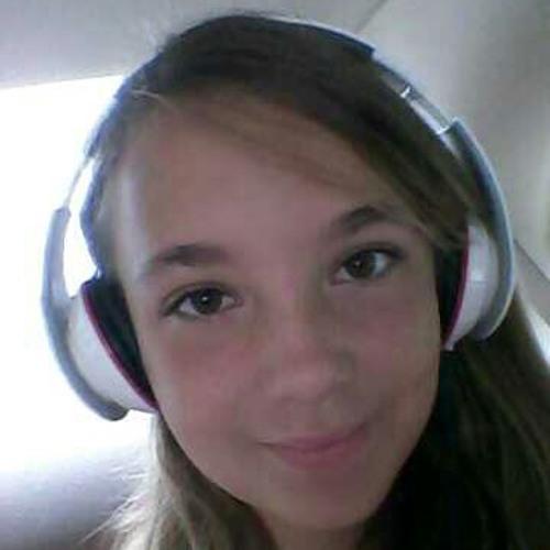 sara_ssoftball3323's avatar