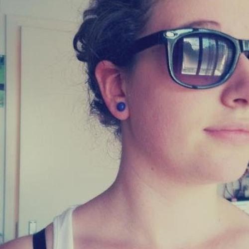 adriana gomes 12's avatar