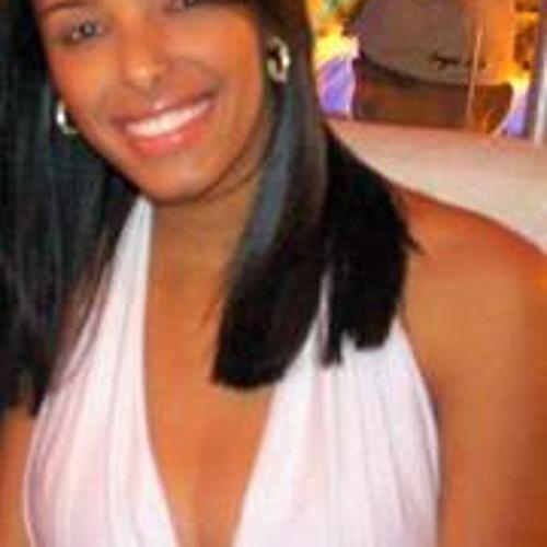 Carolina Tamires's avatar
