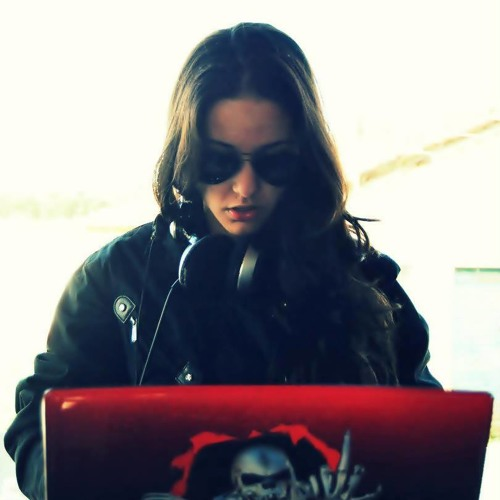Nath Lázaro's avatar