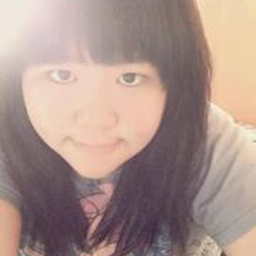 Evelyn Tan 7's avatar