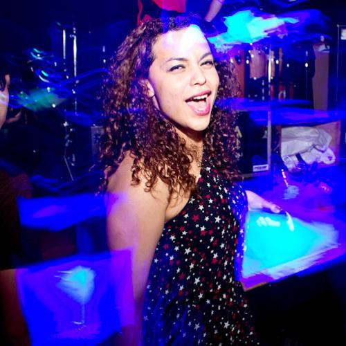 Carinne (Cá)'s avatar