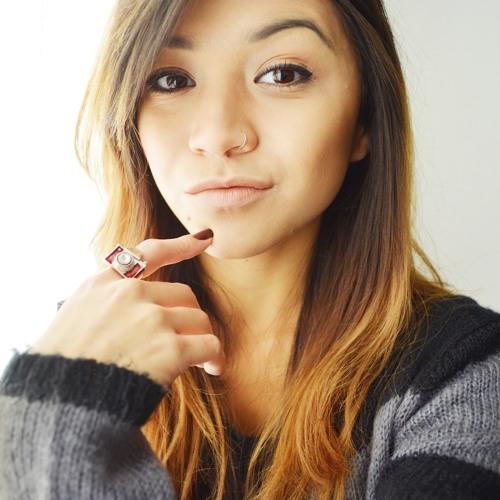 Paula Midori's avatar
