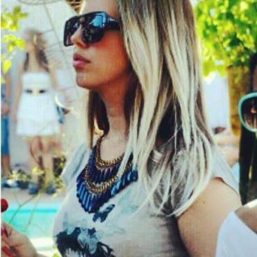 Amanda Santos m's avatar