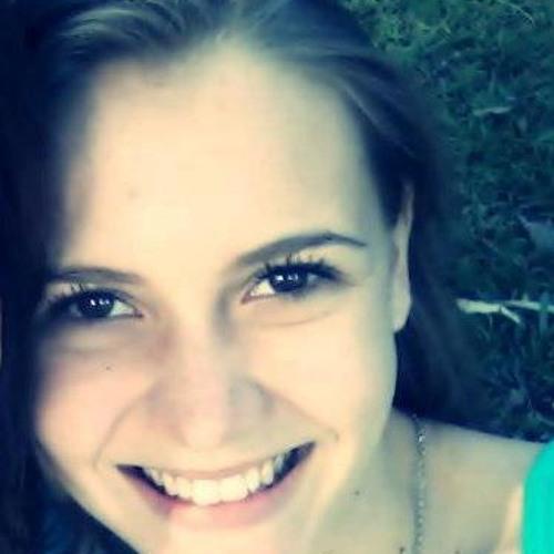Mariana Fogari's avatar