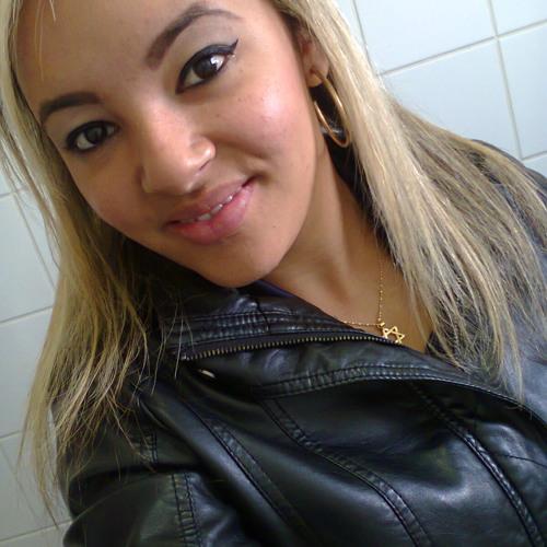 Pri Carvalho 12's avatar