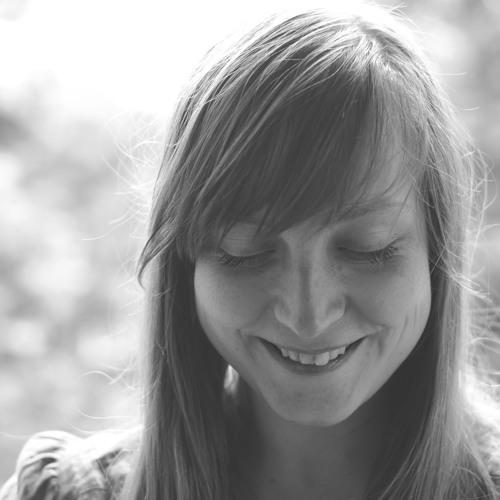 Paula Lina's avatar