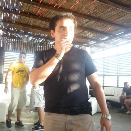 Renzo Lozano Castañeda's avatar