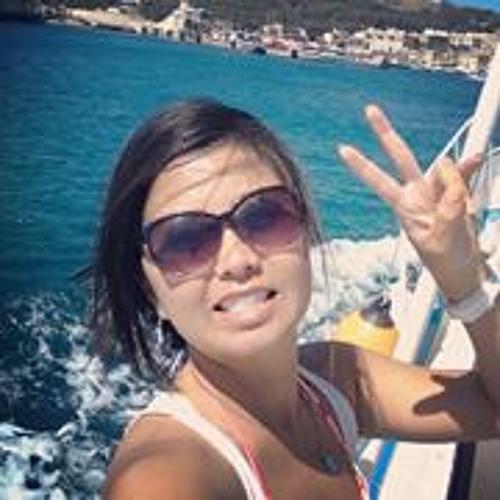 Daniela Harumi Yoshimoto's avatar