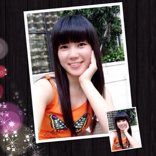 christin huang's avatar