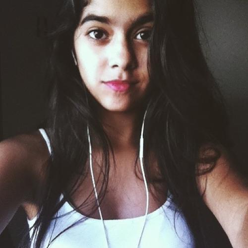 Clara Beatriz's avatar