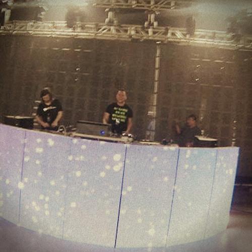 DJ CHRIZ CRAZ3's avatar