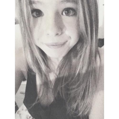 Chloe Hallett's avatar