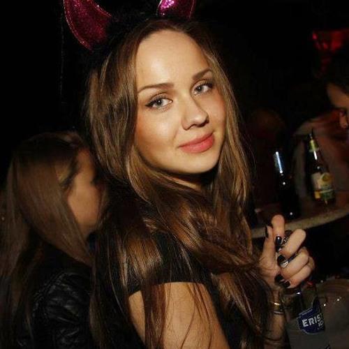 Rebecca TH's avatar