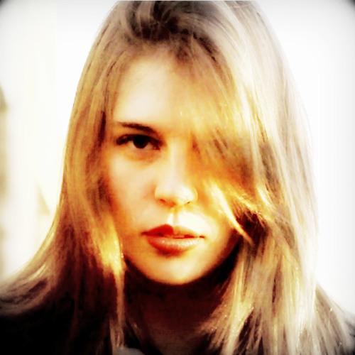 Camila Burgos Flühmann's avatar