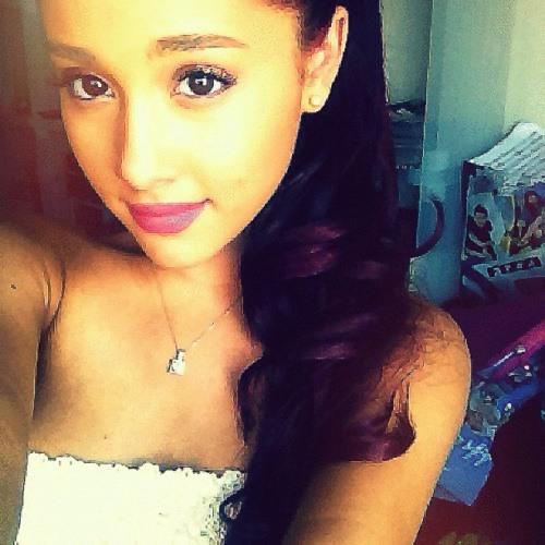 Ariana Grande         ^'s avatar