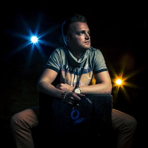 Tom Kozmo's avatar