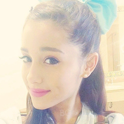 Ariana Grande        <'s avatar
