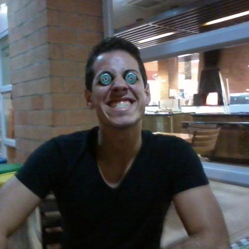 Rafael Estrioli's avatar