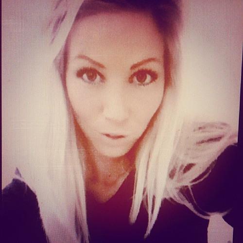 Cecilie Larsen ♩♪♫♬'s avatar