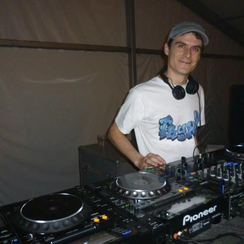 DJ TryxX's avatar