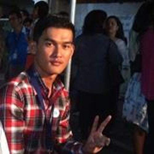 Oung Vouch's avatar