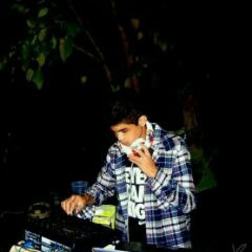 DJ Lucky (:'s avatar
