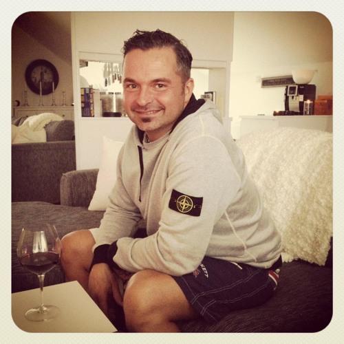 Michael J Gharib's avatar