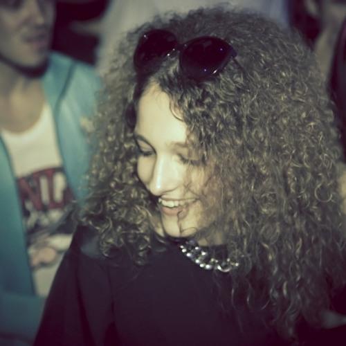 Ana Machado 10's avatar
