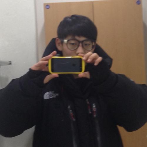 yoon su-lee's avatar