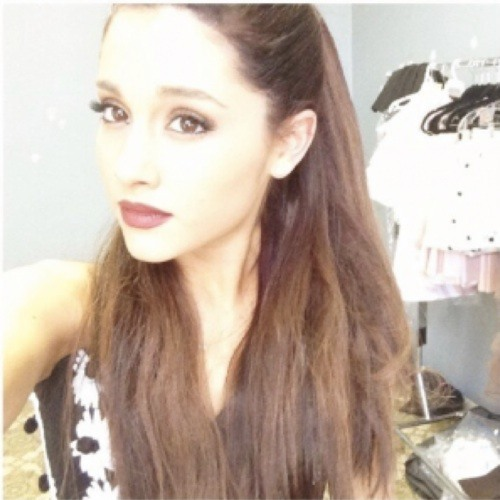 Ariana Grande           y's avatar