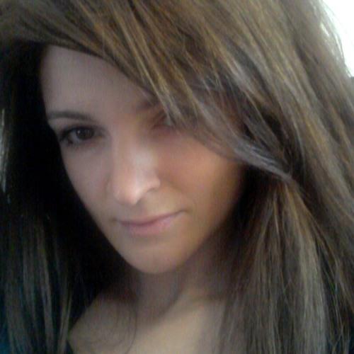 Aura Madalina's avatar