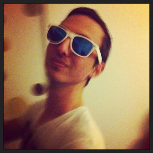 Simon Thelove's avatar