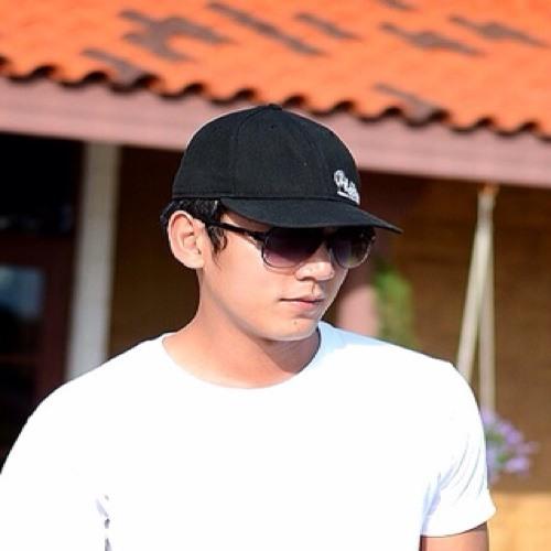 Ekkaphong First's avatar