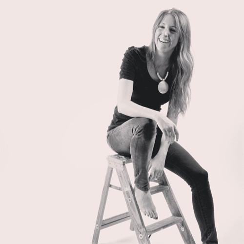 Lara Alcazar's avatar