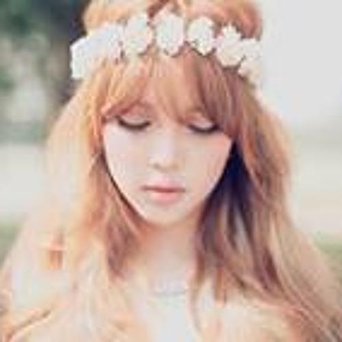Snow Queen 18's avatar