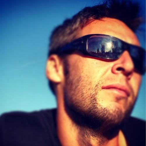Flavio Calderon's avatar