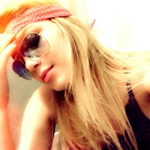 Bianca Lyra's avatar