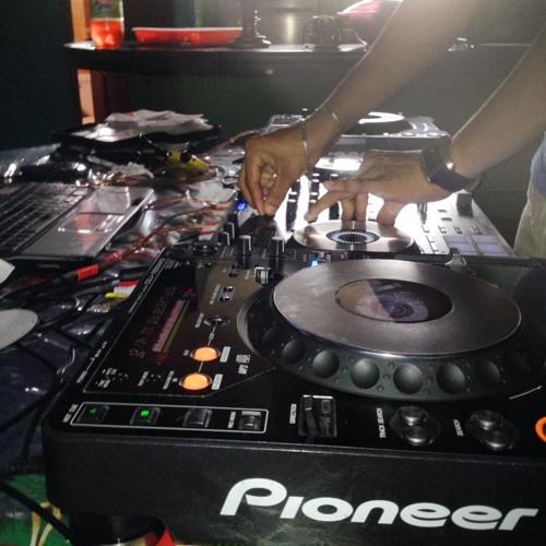Ella viro patra y traga exclusive mixeo loko (julio voltio) prod deejay dennys UMC sin sello