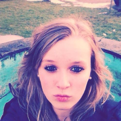 Celina:)'s avatar