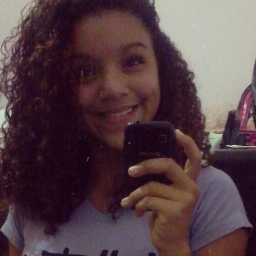 Rayane Simões's avatar