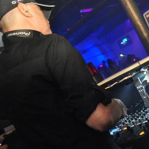 DJ Eduardo Serrano's avatar